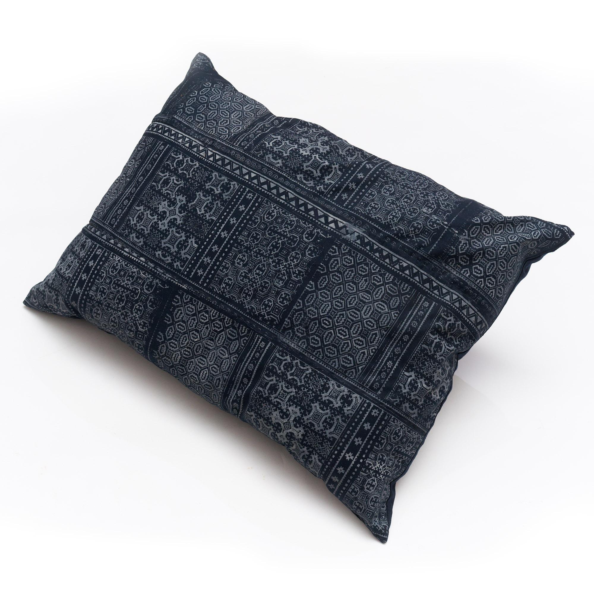Almohadón de algodón rectangular azul, batik H'mong