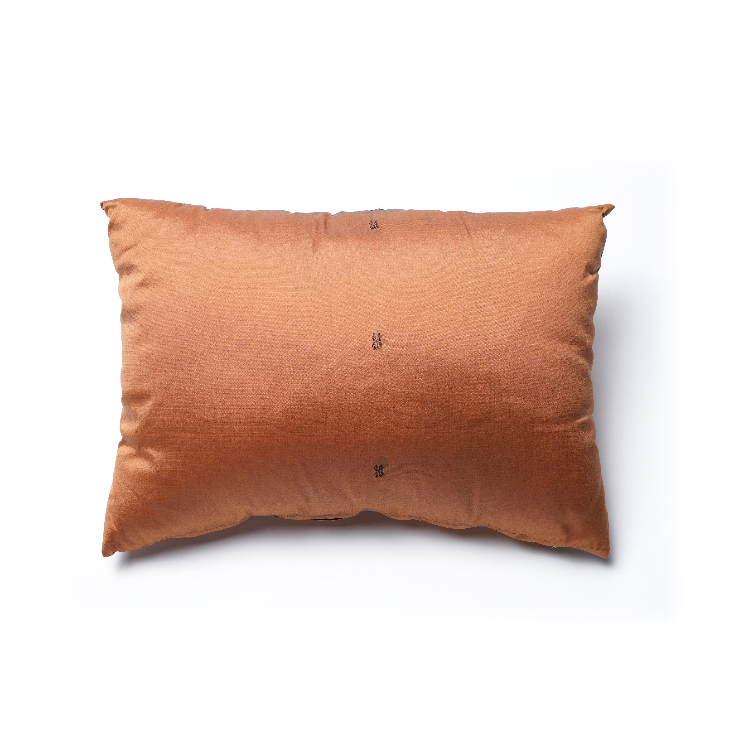 Almohadón de seda y sintético, cobre con dibujo negro