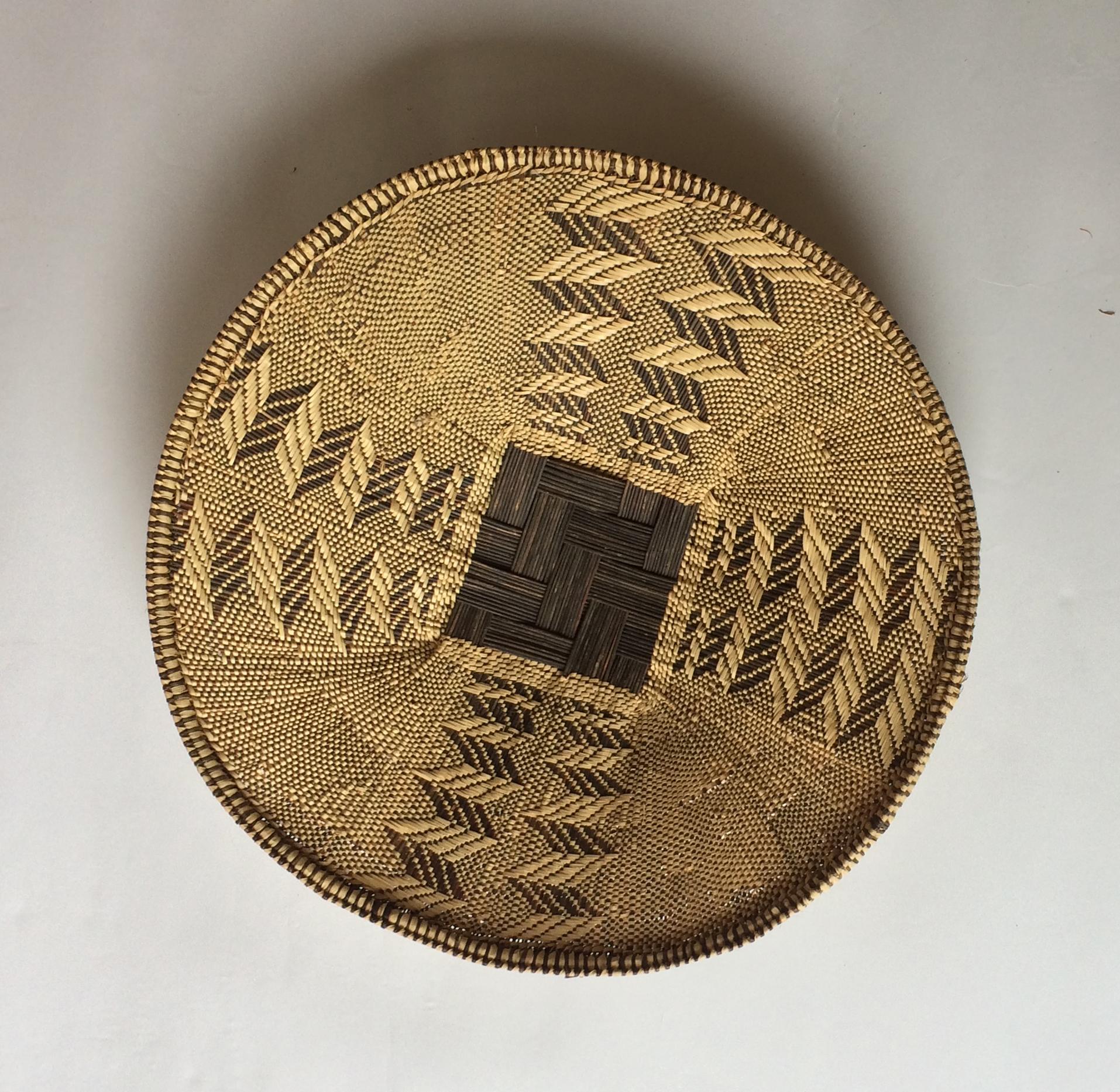 CANASTO DE PAJA AFRICANO (DIÁMETRO APROX. 56CM)
