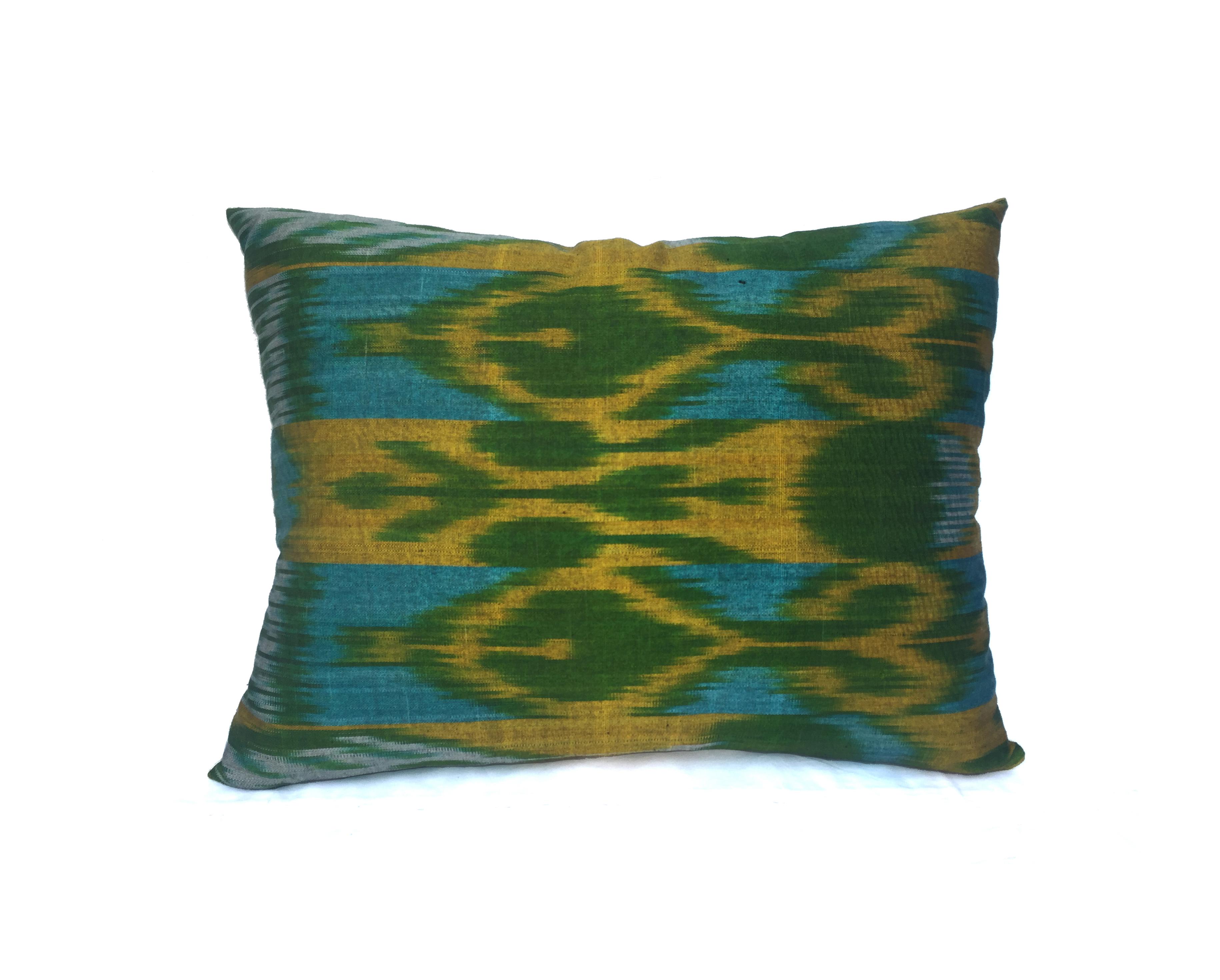 Almohadón Ikat seda verde amarillo y turquesa