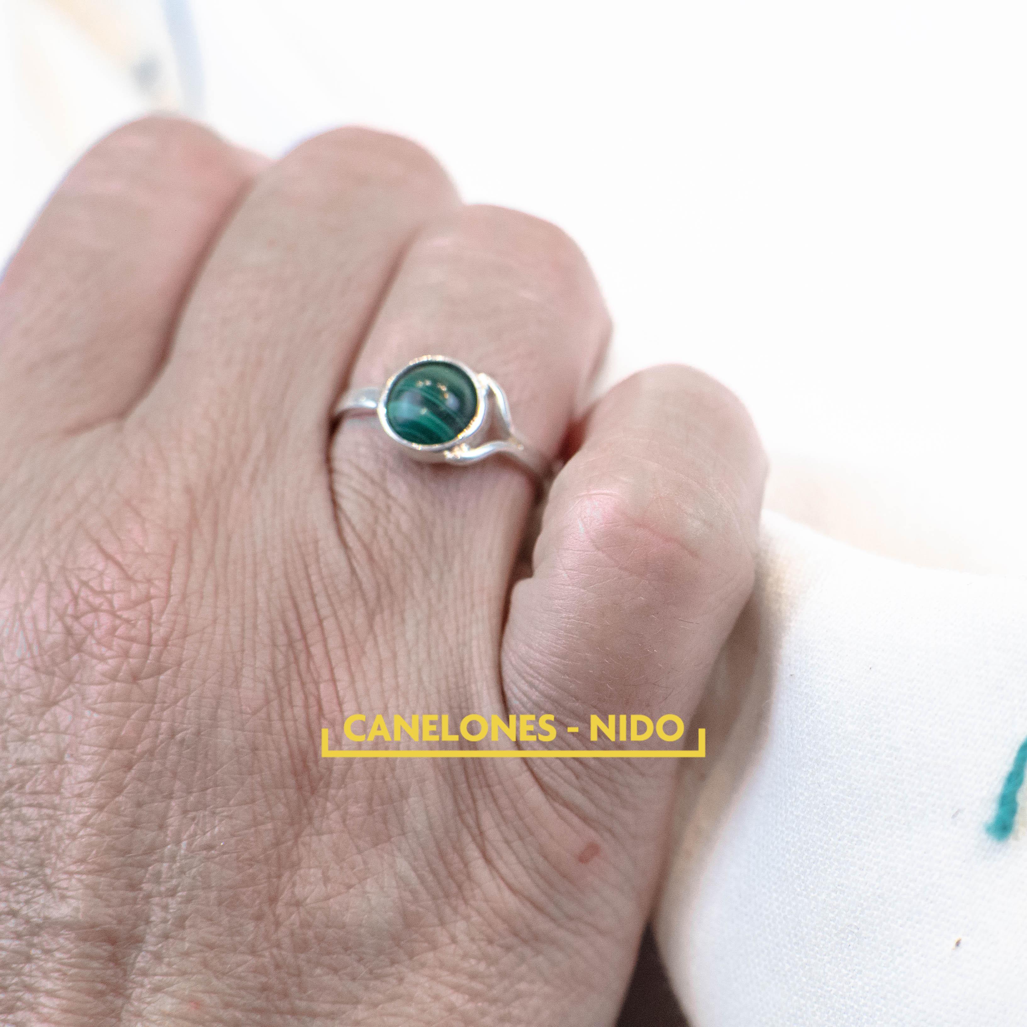 Anillo en plata con piedra Malaquita